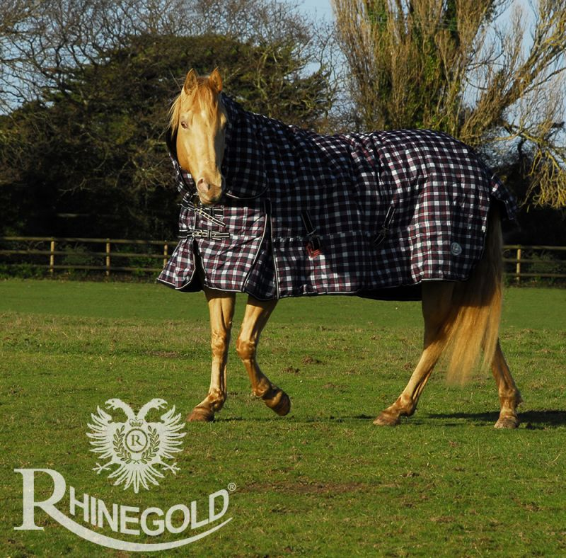 Rhinegold 'Glacier' Full Neck Outdoor Rug